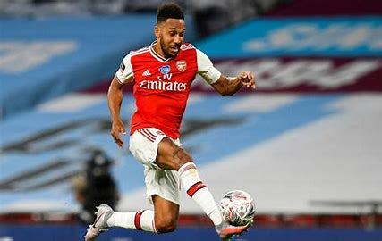 Ex-Man United striker tells Arsenal to deploy its best forward in favoured position, let youngsters run the channels